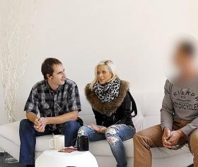 Komşusunu sikişe davet eden karı koca, grup porno yapıyor