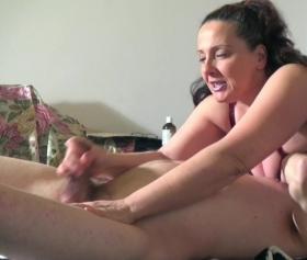 Milf porn, olgun kadın masaj sonrası sert sikiş seviyor