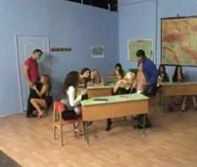 Öğrencilerin ders sonrası ortak grup pornosu