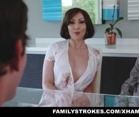 Olgun teyze sikişmek için sabırsızlanıyor, aile porno