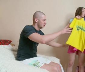 Sarı tişörtünü giyde seni bir sikeyim bacım