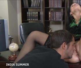 Seksi sekreteri masada sikiyor porno filmi seyret