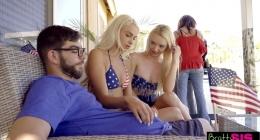 Temmuzun sıcak aylarında, serinlemek için grup sikiştiler