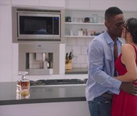 Valentine nappi ile mutfakta erotik sevişme videoları