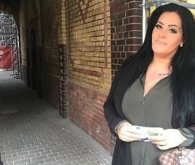Alman olgun kızla sokaktan eve harika konulu porno