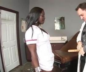 Beyaz doktor ve zenci hemşirenin konulu pornosu