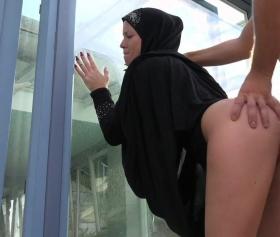Gerçek türbanlı götü böyle sikilir işte, hijabi porn