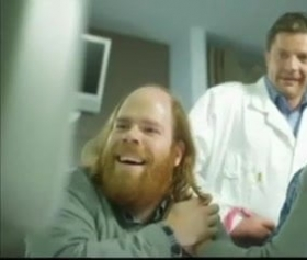 Hamile karısını muayenede doktor yanında sikiyor