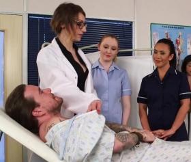 Hasta haliyle 5 kadını sikecek güce sahip, hastanede sikiş
