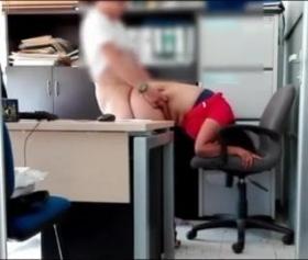 İşin ilk gününde sekreterin gizli çekim pornosu var