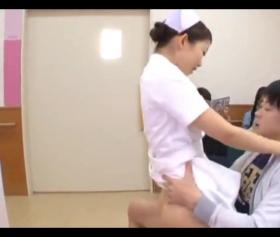 Japon hemşire kucakta cırtlak sesiyle inledi