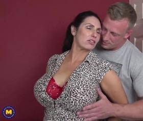 Olgun hatunla erotik seks yapan şanslı piç