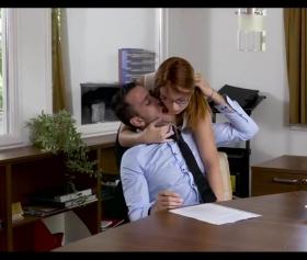 Patronunu ofiste seks yapmaya zorlayan kudurmuş sekreter