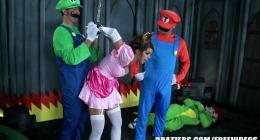 Süper mario ve luigi mario prensesi kurtarmış sikiyor