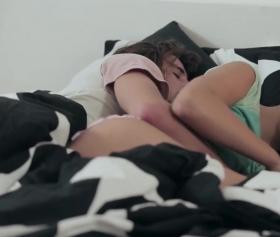 Uyurken annesine dayayan hayırlı evlat pornosu