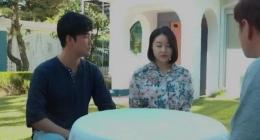 Asyalı erkekler ve asyalı bakire kız sex oyunu oynayarak grup sikişti
