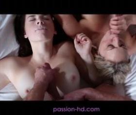 Birlikte sakso çeken kızların grup seks fantazisi