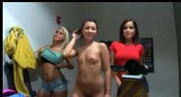 Eğlenceli Seksi üç liseli kız çıplak grup sex