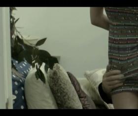 Elbiseli genç kızın giyinik porno filmi izle
