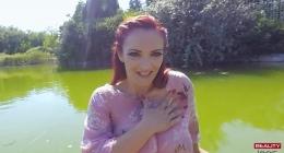 Göl kenarında Orman içinde Kızıl Saçlı Kızı Sikerek Orgazm
