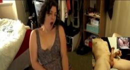 Liseli kız kamera karşısında orgazm olmak için webcam sex yapıyor