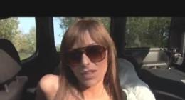 Minibüste gözlüklü kumral seksi kızın çıtır sikiş videosu izle