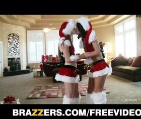 Noel baba kostümlü noel kızlar lezbiyen ve grup