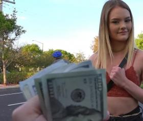 Para karşılığı seks yapan 18 lik sarışın kız ağzına boşaldı