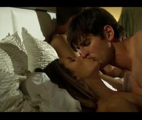 Regan Brooks yatakta büyük performansa sahip porno filmi