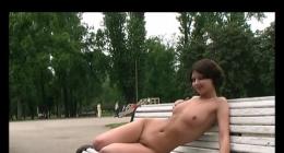 Rus lezbiyen kızlar parkta herkese açık yerde çırılçıplak izle