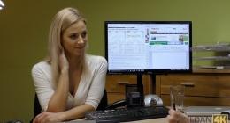 Rus sarışın seksi kızın ofiste hoşlandığı erkekle sikişi izle