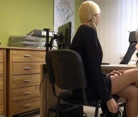 Sarışın sekreter iş görüşmesinde kadınlığını konuşturup sikişiyor