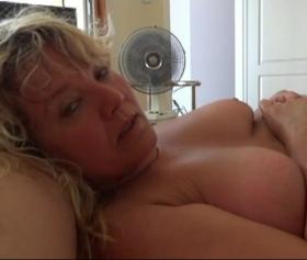 Şişman yaşlı kıllı amcık sarışın yaşlı karı pornosu izle
