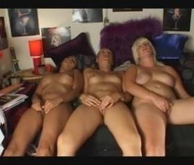 Üç kadın yatakta yatıyor ve beni siken yok mu diyor sikiş filmi