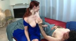 Kızıl saçlı kızkardeşini odasında elleyerek sikti