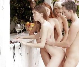 Evliliğe veda partisinde içkiyi çok içince sert sex çıkıyor