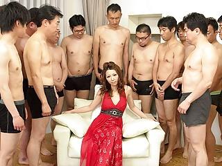 Olgun japon nagisa kazami 20 erkeğe gangbanged yapıyor