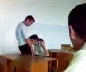Sınıfta sakso çektiren liseliler