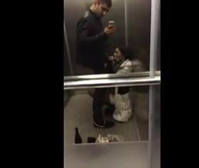 Asansörde sakso çeken üniversiteli kız