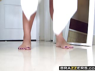 Duştan çıkan kadın havluyu atıp erkeğine siktiriyor