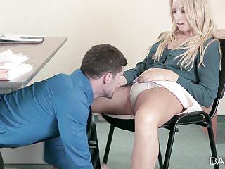 Öğretmenini baştan çıkartan lise üniformalı kızh